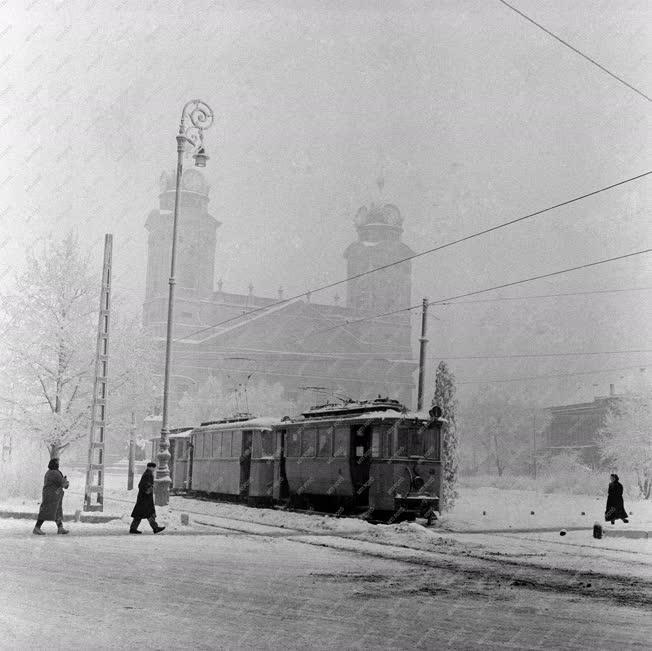 Városkép - Debrecen - Forgalom a havas Kossuth téren