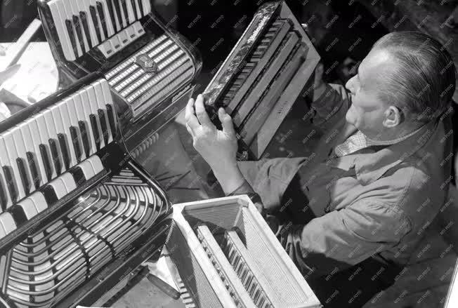 Ipar - Hangszerkészítő és Javító Kisipari Szövetkezet