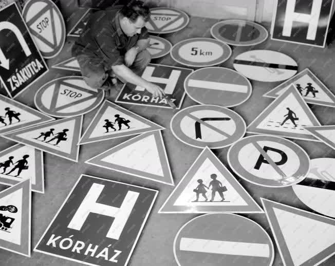 Közlekedésrendészet - 5000 új Kresz-tábla