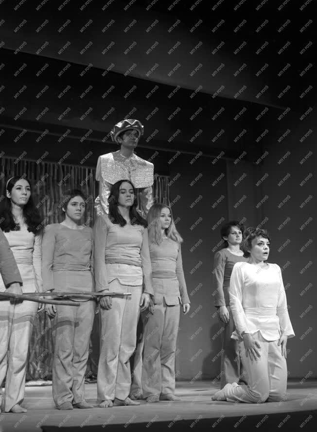 Kultúra - Színház - Kuan Han-Csing: Tou O igaztalan halála című darab