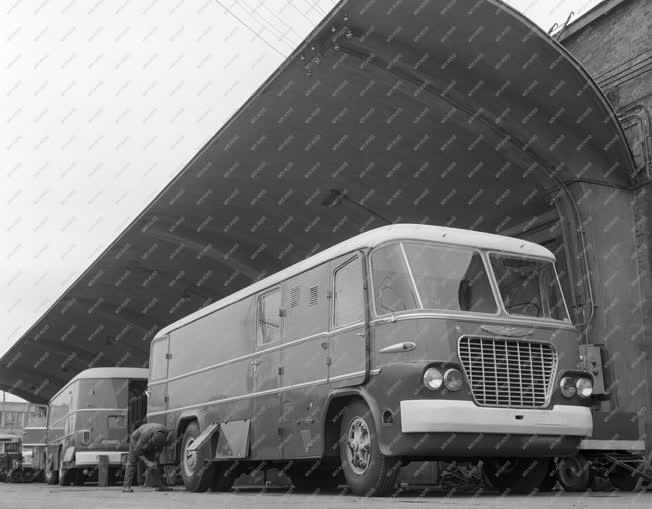 Járműipar - Közvetítő kocsik az Ikarus gyártól