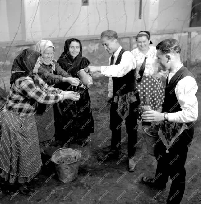Kultúra - Húsvéti népszokások - Locsolkodás