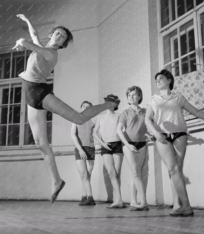 Kultúra - Tánc - Próbál a békéscsabai táncegyüttes
