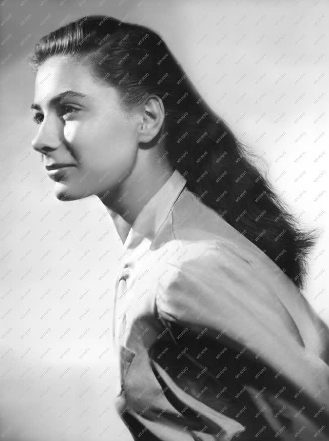 Személy - Művészportré - Ferrari Violetta