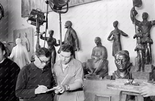 Film - Dokumentumfilm készül Mikus Sándor műtermében