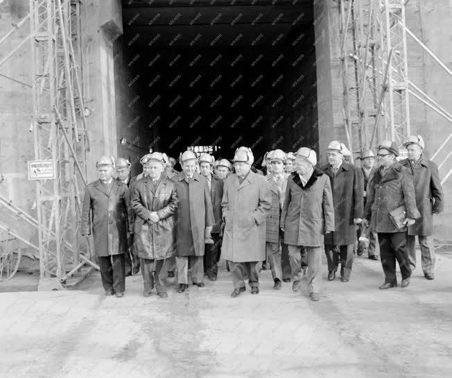 Belpolitika - Kádár János a paksi atomerőmű építkezésén