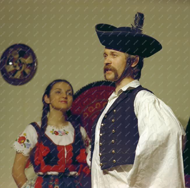 Folklór - Kiállítás - Népviseletek bemutatója