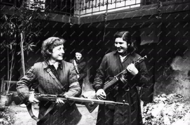Belpolitika - 56-os forradalom - Szabadságharcos nők