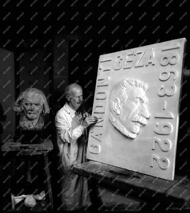 Petri Lajos szobrászművész