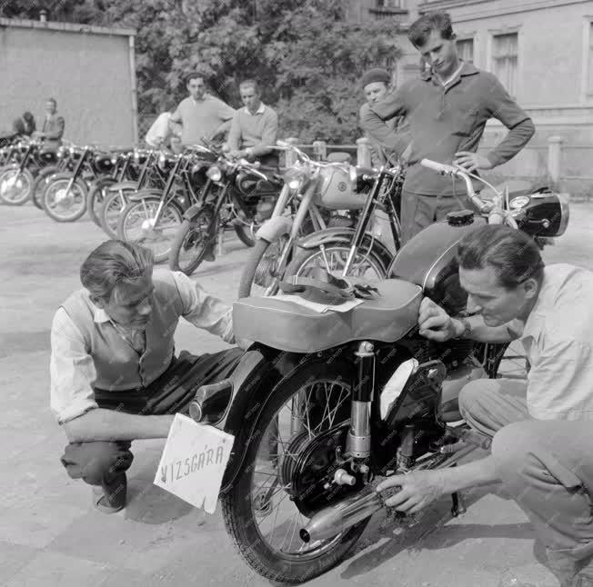 Közlekedés - Gépjármű és motorkerékpár vizsgáztatás