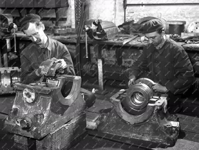 Ipar - Turbinaszerelés a Láng Gépgyárban