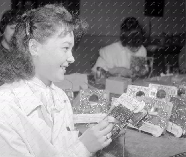 Ipar - Tranzisztoros rádiók készülnek a Telefongyárban