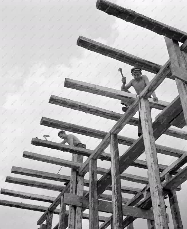 Ipar - Építkezés - Ácsolási munkák a Kaposvári Cukorgyárban