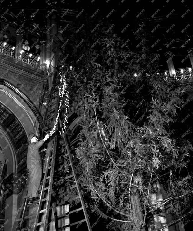 Életkép - Karácsony - Parlamenti karácsonyfa