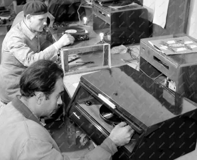 Ipar - Ikladi Ipari Műszergyár