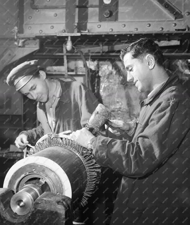 Ipar - Arab diákok a Klement Gottwald gyárban