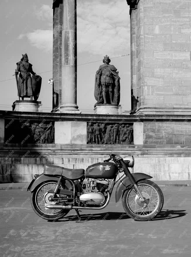 Jármű - Motorkerékpár