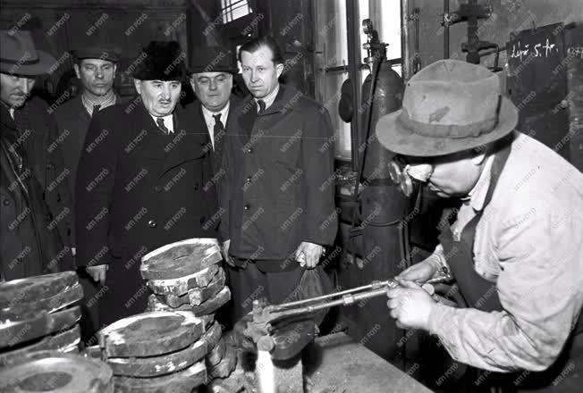 Közlekedés - Szovjet sztahanovista Magyarországon