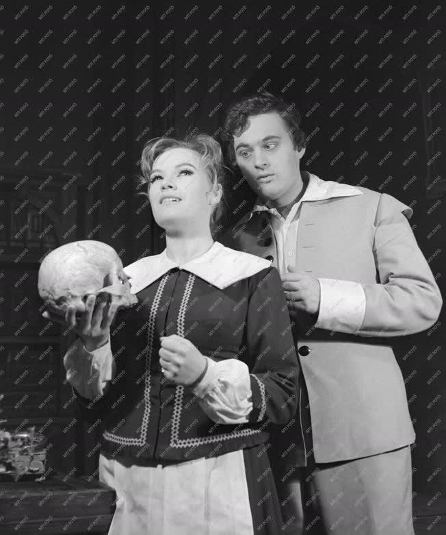 Kultúra - Színház - Lion Feuchtwanger: A sátán Bostonban