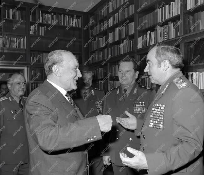 Külkapcsolat - Kulikov marsall Budapesten