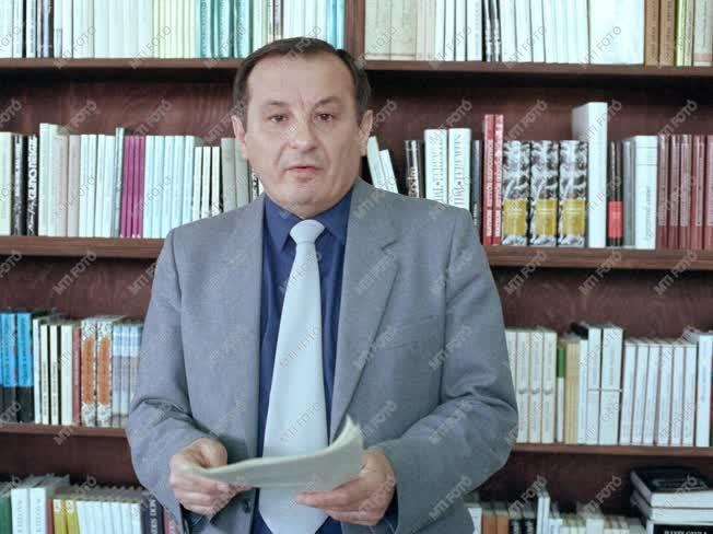 Jovánovics Miklós József Attila-díjas kritikus