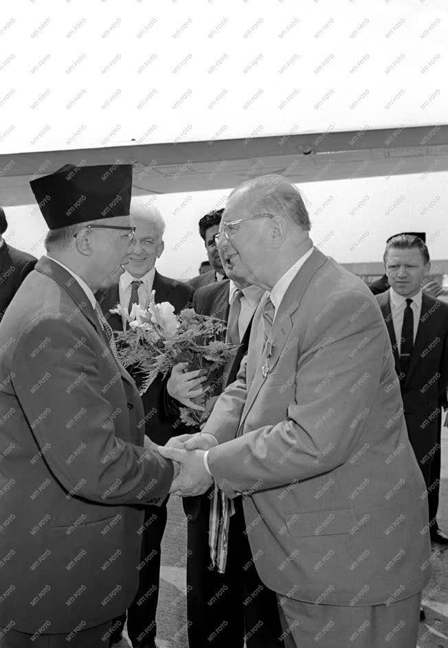 Külpolitika - H. Djuanda hazautazik Budapestről