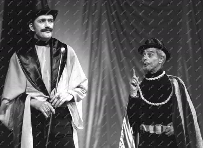 Színház - William Shakespeare: Minden jó, ha a vége jó című darab