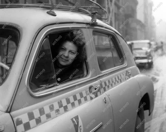 A szerző válogatása - Taxis garázs a Kertész utcában