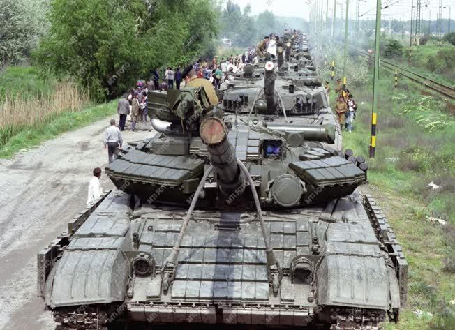 Külpolitika - Szovjet csapatkivonás