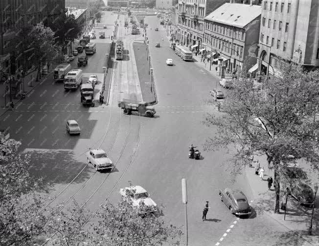 Városkép - Közlekedés - Forgalom a Tanács körúton