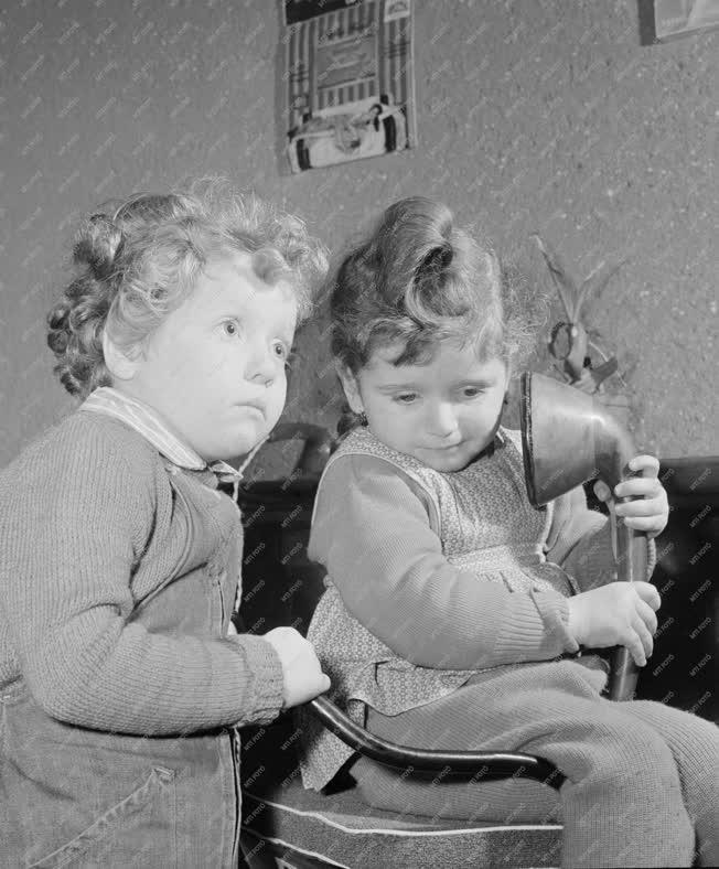 Életkép - Gyerekek a hanglemezboltban