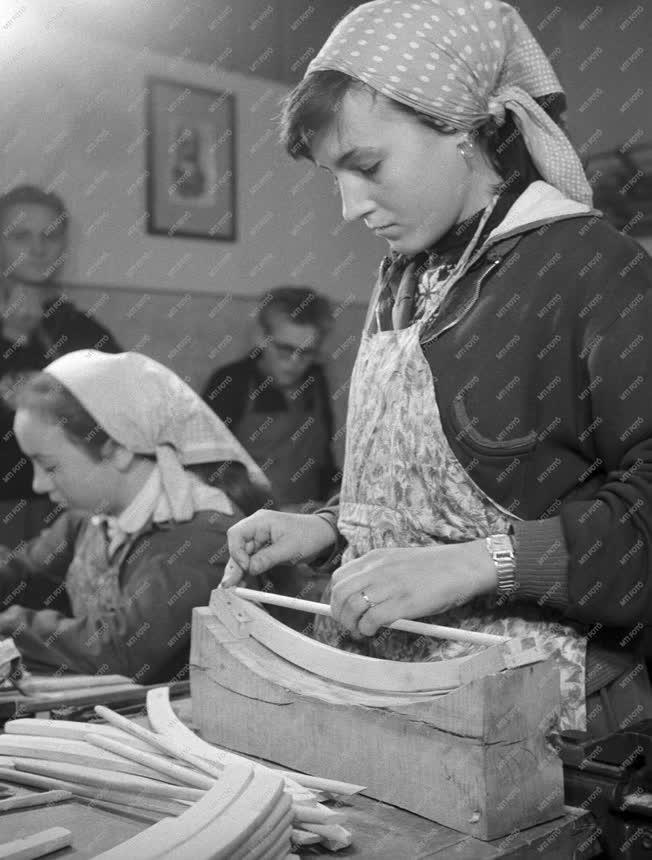 Oktatás - Makarenko munkaosztály Pesterzsébeten