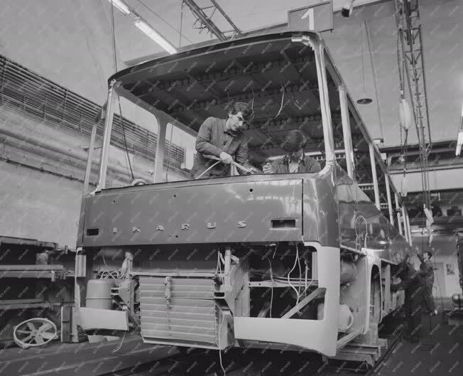 Ipar - Ikarus buszok gyártása