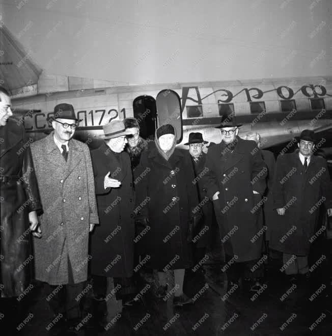 Külpolitika - Szovjet küldöttség - Az MSZT kongresszusa