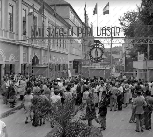 Ipar - Kereskedelem - A XVIII. Ipari Vásár és Kiállítás Szegeden