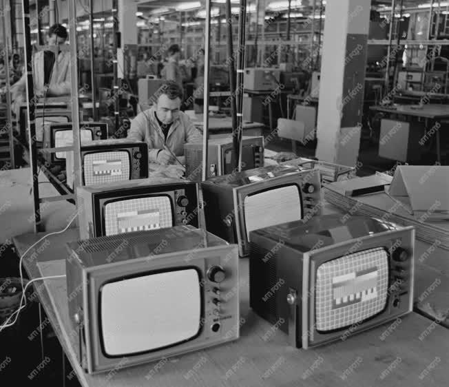 Ipar - Híradástechnika - Videoton minivizorok