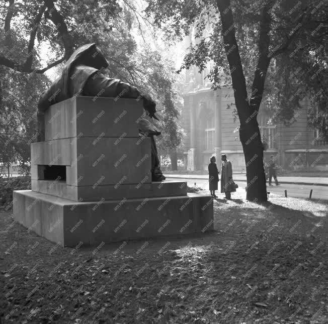 Kultúra - Anonymus-szobor a Városligetben