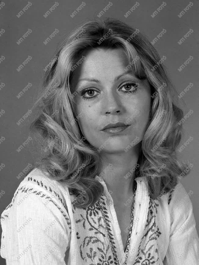Kultúra - Színház - Moór Mariann színésznő
