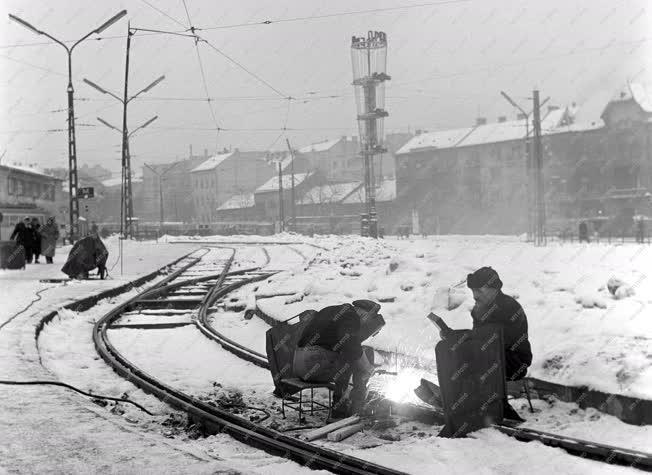 Közlekedés - Hegesztők a Moszkva téren