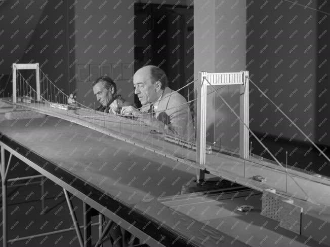 Vállalat - UVATERV - Kész az Erzsébet híd makettje