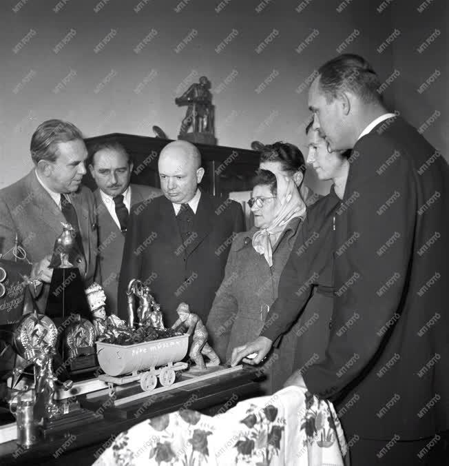 Belpolitika - Ajándékok a II. Magyar Békekongresszusra