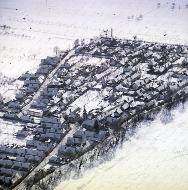 Városkép - Időjárás - Behavazott település