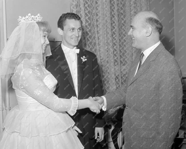 Házasság - Albert Flórián esküvője