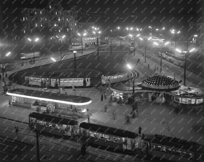 Városkép - Moszkva tér esti kivilágításban