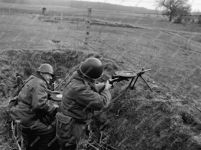 Honvédelem - Fegyveres testület - Munkásőr harcászati gyakorlat