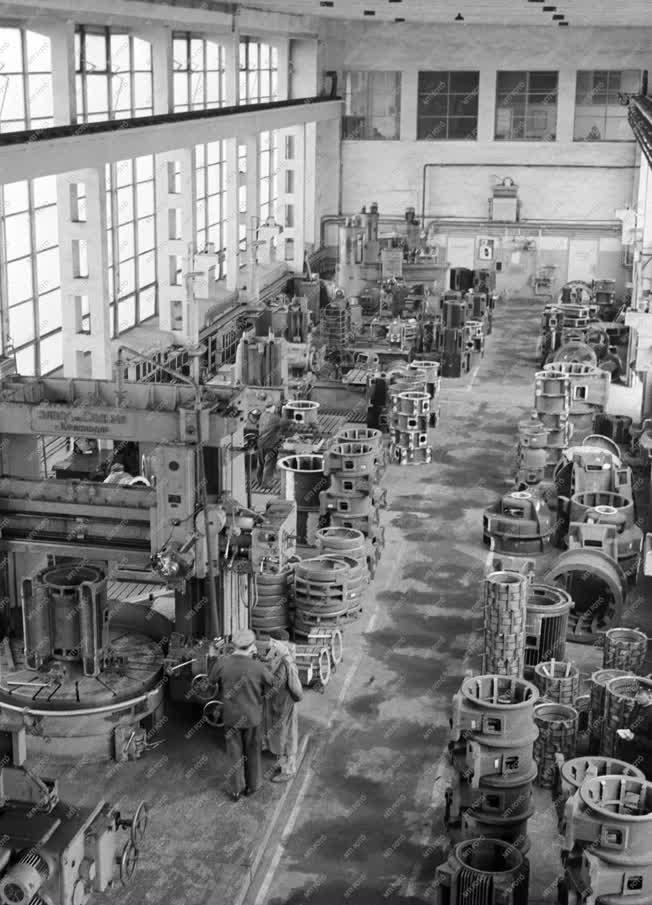Ipar - Villamosgép- és Kábelgyár új karusszel műhelye