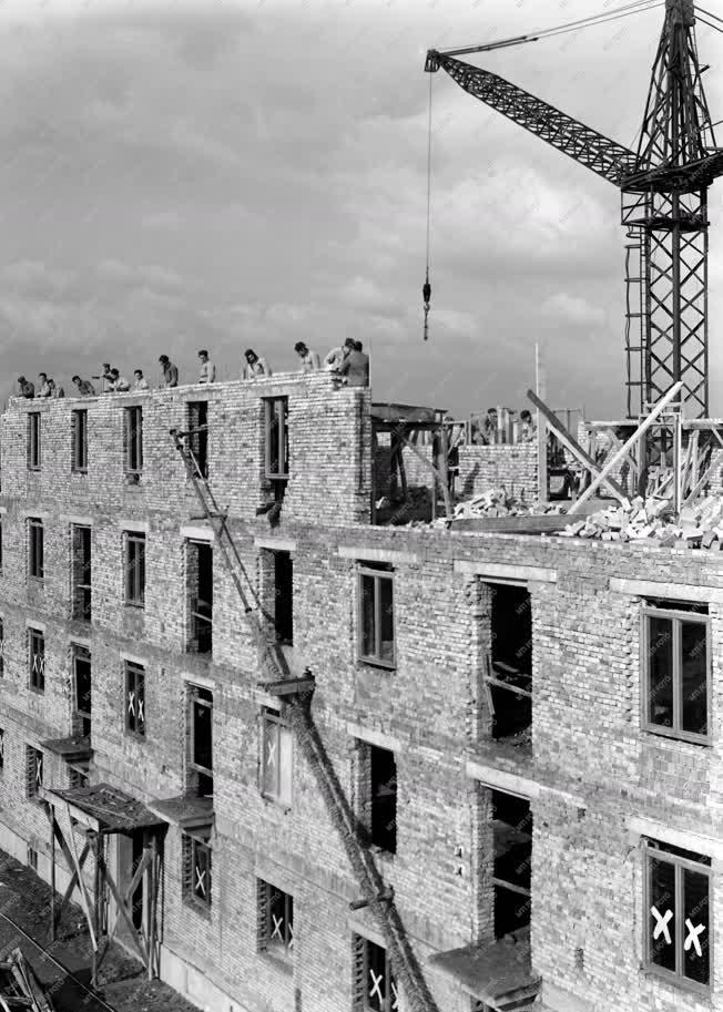 Ipar - Lakóháztömb építés