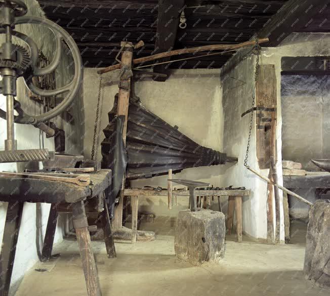 Folklór - Népi építészet - Egy göcseji tájházban