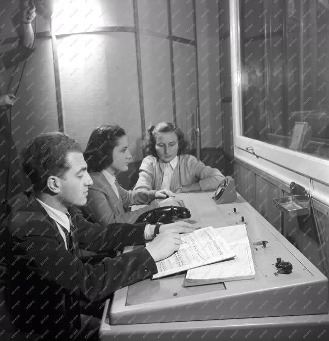 Média - Hogyan készül a rádió műsora