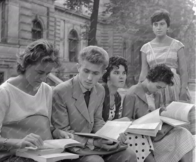 Diákélet - Tanévkezdés az egyetemeken